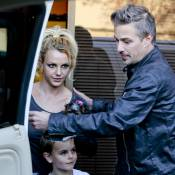 Britney Spears toma café da manhã com os filhos, Sean e Jayden, nos EUA