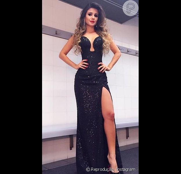 Paula Fernandes usou vestido tomara que caia com fenda da estilista Patrícia Machado para gravar sua participação no DVD de Alejandro Sanz, em Madrid, na Espanha, na noite desta quarta-feira, 9 de setembro de 2015