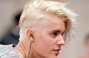 Justin Bieber muda visual e exibe cabelo platinado na TV; fãs dividem opiniões