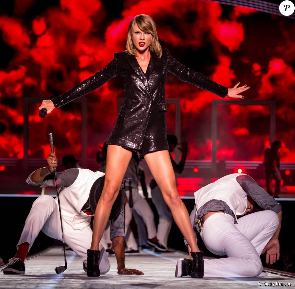 Taylor Swift ganhou o Emmy na categoria 'Programa Original Interativo' pelo 'AMEX Unstaged: Taylor Swift Experience'. Cerimônia acontece no dia 20 de setembro de 2015
