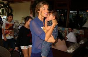 Grazi Massafera, sem Cauã Reymond, leva a filha, Sophia, a restaurante no Rio