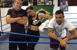 Anitta exibe barriga chapada em treino e personal brinca: 'Deixa ela sofrer'