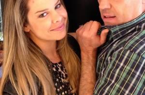 Fernanda Souza clareia o cabelo e fica ainda mais loira