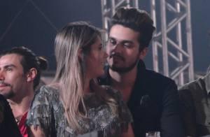 Luan Santana reata namoro com a ex, Jade Magalhães, e curte show de mãos dadas