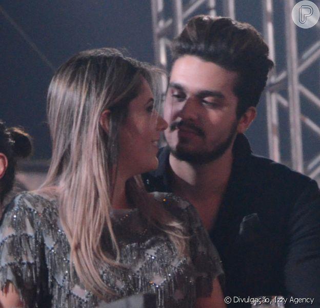 Luan Santana curtiu a gravação do DVD da dupla Jorge e Mateus abraçado com Jade Magalhães