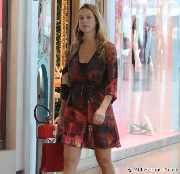 Luana Piovani mostra boa forma durante passeio no shopping, um mês após dar à luz os gêmeos Bem e Liz, nesta segunda-feira, 5 de outubro de 2015