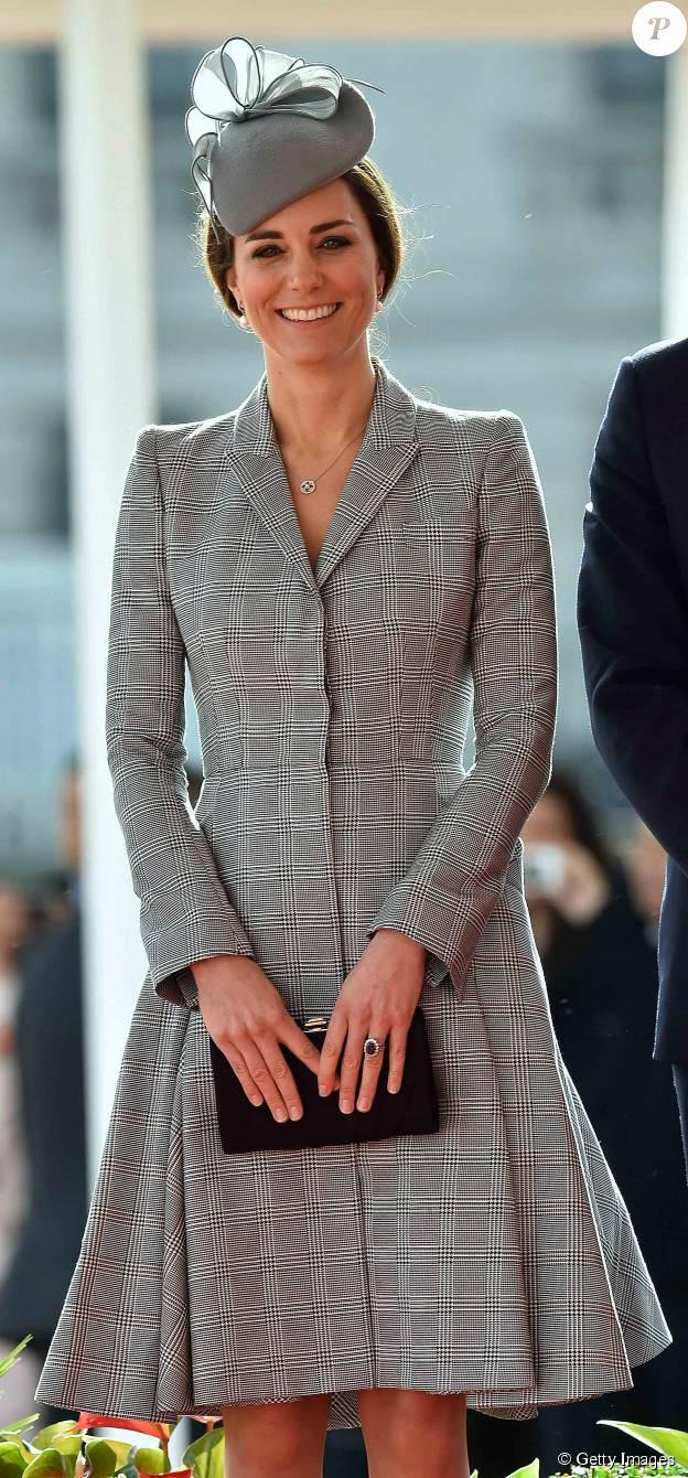 Kate Middleton aposta no estilo mais clássico. A duquesa de Cambridge normalmente combina chapéus a seus looks, como este de Jane Taylor, usado com um vestido Alexander McQueen, um de seus estilistas preferidos, em um evento oficial em Londres, em 2014