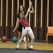 Bruna Marquezine ajuda a irmã em ensaio do 'Dancinha dos Famosos': 'Delícia'
