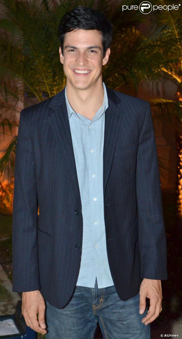 Mateus Solano está cotado para interpretar Erasmo Carlos no cinema, noticiou o jornal 'O Globo' nesta terça-feira, 06 de agosto de 2013