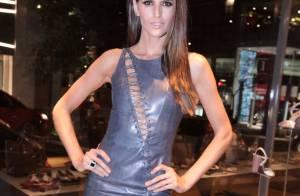 Izabel Goulart investe em look ousado em festa com presença de Anderson Silva