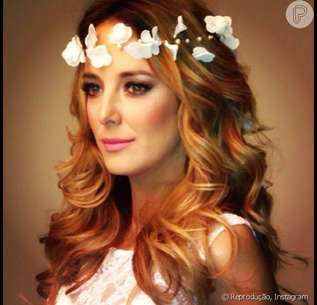 Ticiane Pinheiro posa para ensaio fotográfico vestida de noiva e publica foto no Instagram, em 14 de agosto de 2013