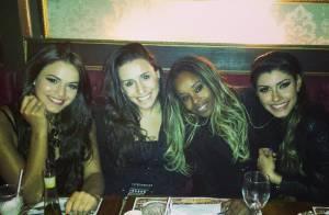 Bruna Marquezine janta com amigas após se apresentar na 'Dança dos Famosos'