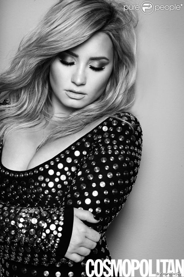 Demi Lovato é vítima de hacker, que revelou 20 fotos íntimas da cantora