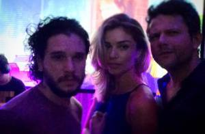 Grazi Massafera posa com Kit Harington, galã de 'Game of Thrones', em festa