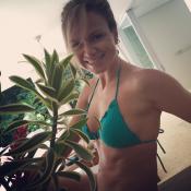 Eliana exibe barriga chapada em foto de biquíni após Réveillon: 'Está sexy!'