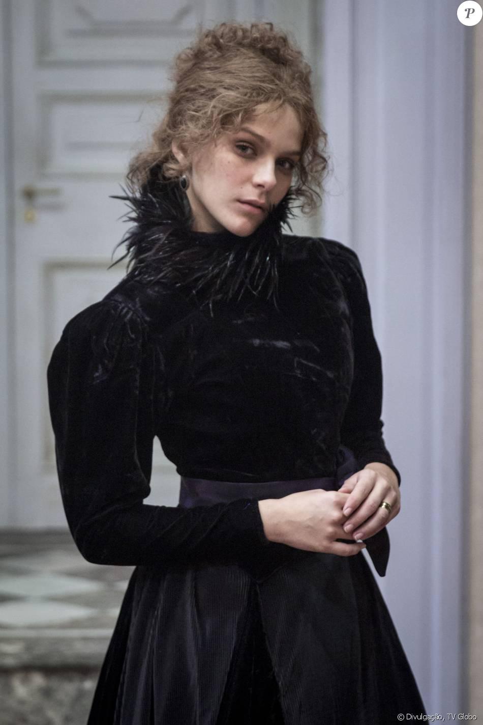 Isabella Santoni é elogiada por cena de sexo em 'Ligações Perigosas': 'Lacrou', nesta segunda-feira, 4 de janeiro de 2016