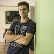 Raphael Sander aceita status de galã e explica beleza: 'Puro acaso biológico'