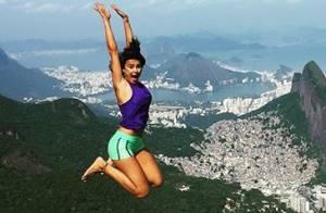 Thaila Ayala aparece voando em foto nas alturas: 'Cara de pânico, mas sobrevivi'