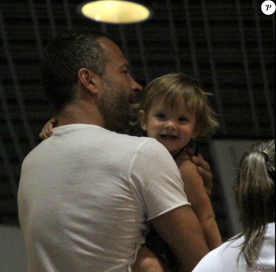 Malvino Salvador se divertiu muito com a pequena Ayra, de 1 ano e 3 meses nesta terça-feira, dia 12 de janeiro de 2015