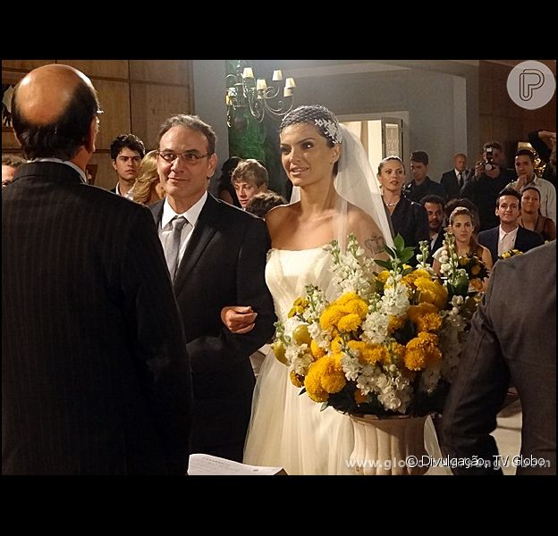 Wilson (Marco Ricca) e Charlene (Mayana Neiva) se casam, em 'Sangue Bom', em 5 de setembro de 2013