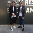 No dia a dia, Neymar aposta em bermudas largas e tênis descolado