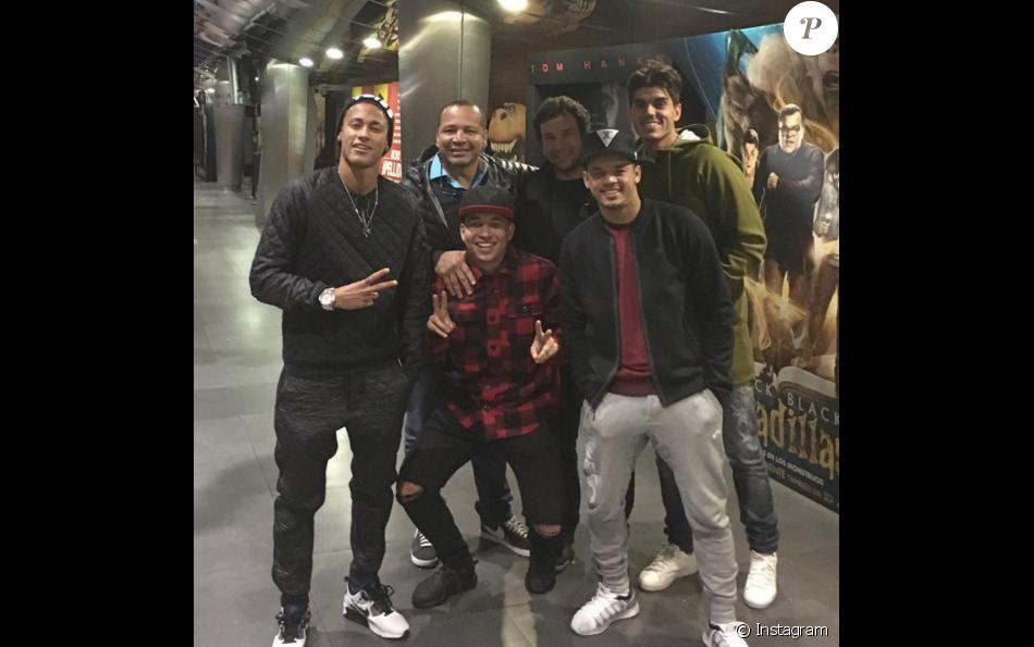 Neymar usa conjunto com tênis - Purepeople 6604d4dcb58