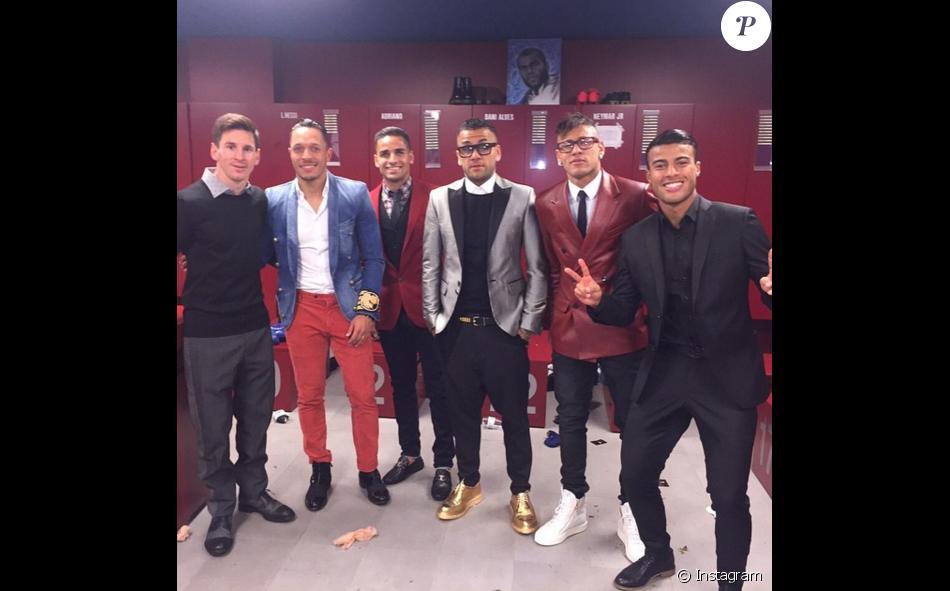 Neymar combina tecidos  jeans com terno de couro - Purepeople 3d7f5a61697