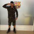 Look camuflado com tênis e meias de cano alto para comparecer ao treino no Barcelona