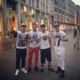 O destaque pode estar em tiras douradas nos sapatos de Neymar