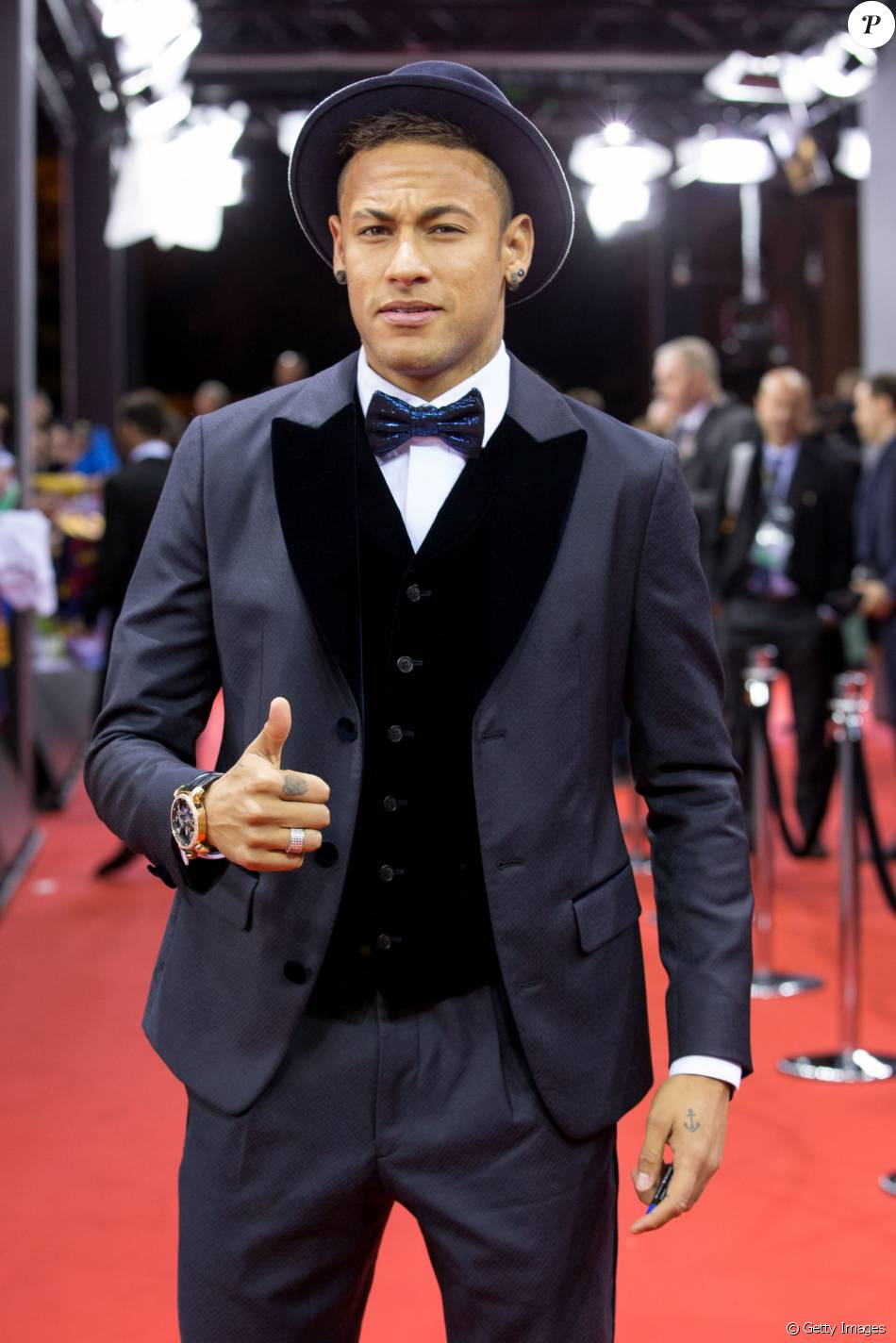O estilo do jogador Neymar divide as opiniões: ora elogios, ora críticas