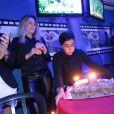 Thammy Miranda faz 31 anos e comemora com a atual namorada e com a ex