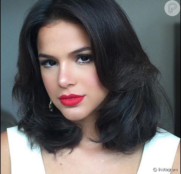 Bruna Marquezine gravou seminua sequência da minissérie 'Nada será para sempre' com cerca de 70 figurantes