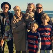 Neymar e Davi Lucca recebem Luciano Huck, Angelica e família nas férias