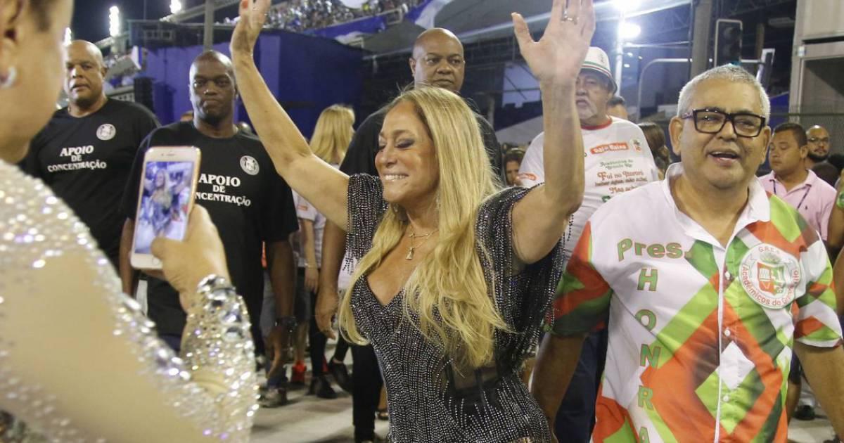 a16ba84937ec4 Carnaval 2016  Susana Vieira leva tombo em ensaio da Grande Rio. Veja  vídeo! - Purepeople