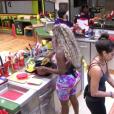 No 'Big Brother Brasil 16', Adélia contou à colega de confinamento Harumi que se arrepende de ter colocado silicone no bumbum