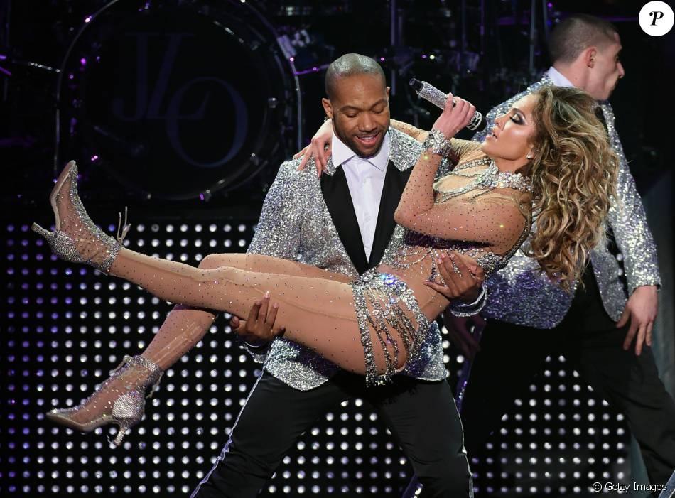 Jennifer Lopez ousou na estreia de sua turnê em Las Vegas, nesta quarta-feira, 20 de janeiro de 2016