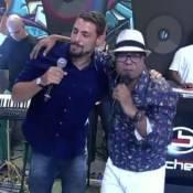 Cauã Reymond canta e dança com Buchecha durante o 'Encontro': 'Me senti'