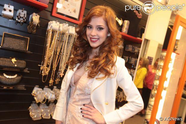 Sophia Abrahão vai ser parente da personagem de Marina Ruy Barbosa em 'Amor à Vida'. A informação é do colunista Leo Dias, do jornal 'O Dia'