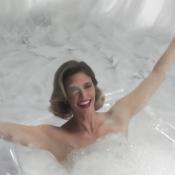 'Amor & Sexo' estreia com Fernanda Lima na banheira, beijo e revelações eróticas