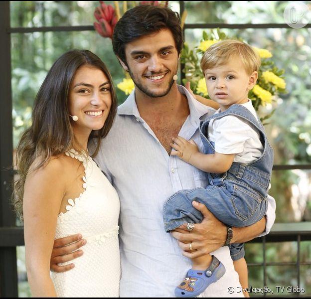 Felipe Simas quer oficializar a união com a mulher, a estudante de jornalismo Mariana Uhlamann, ainda este ano: 'Não será em igreja, vamos casar no papel e fazer uma comemoração para os amigos'