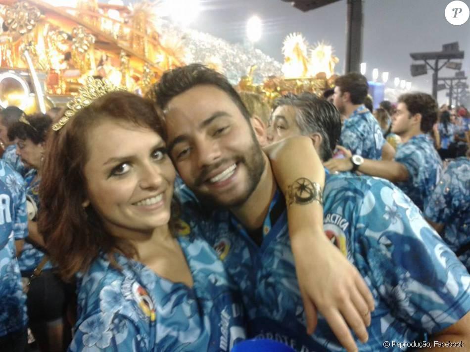 Monica Iozzi está solteira após um ano e meio de namoro com Felipe Atra. No carnaval de 2015, os dois foram fotografados juntos num dos camarotes da Sapucaí