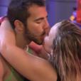 Matheus e Cacau voltaram a se beijar na madrugada da segunda festa do 'BBB16', nesta quinta-feira, 28 de janeiro de 2016