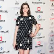 Grávida, Anne Hathaway exibe pela 1ª vez barrigão em evento nos EUA. Fotos!