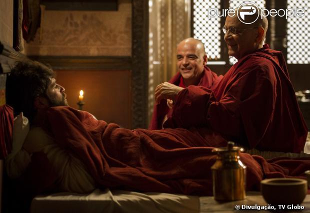 Franz (Bruno Gagliasso) sofre um acidente nos Himalaias e é socorrido por monges do mosteiro Padma Ling, em 'Joia Rara', em 16 de setembro de 2013