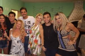 Latino comemora aniversário de 43 anos com Mendigata em festa íntima em sua casa