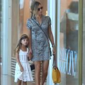 Sofia passeia com a mãe, Grazi Massafera, e exibe semelhança com Cauã Reymond