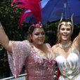 Carolina Dieckmann é presença fixa no Bloco da amiga Preta Gil durante o carnaval