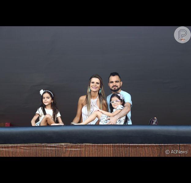 Luciano Camargo visitou o camarote sertanejo na Sapucaí, Rio de Janeiro, nesta sexta-feira, 05 de fevereiro de 2016.