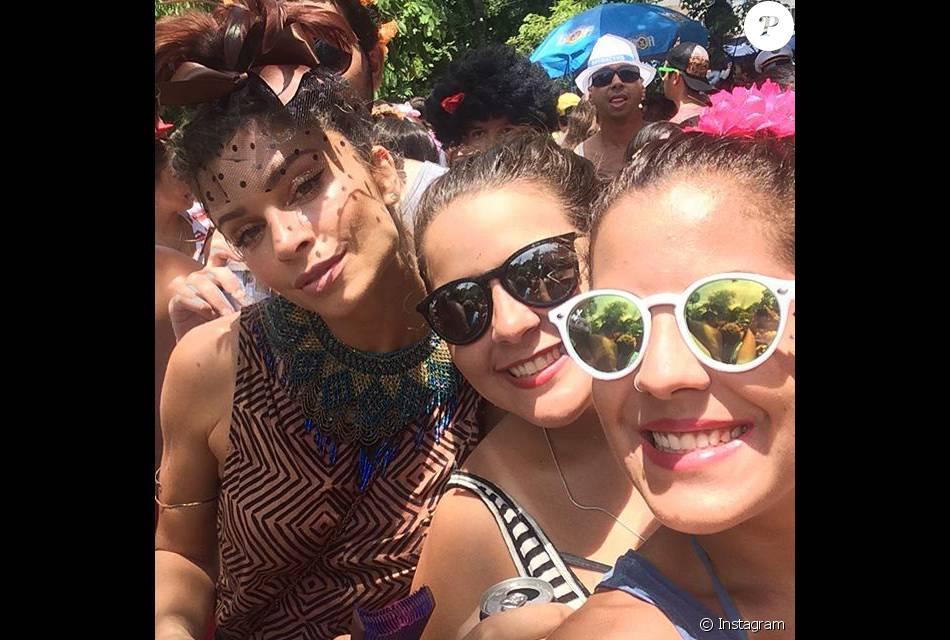 Grazi Massafera curtiu o bloco Escangalha na Gávea, Zona Sul do Rio, neste sábado de Carnaval, 6 de fevereiro de 2016