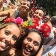 Grazi Massafera tirou foto com fãs durante passagem do bloco Escangalha